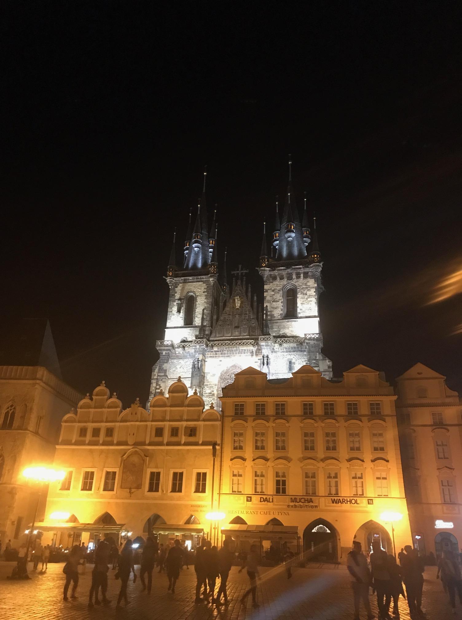 Fantástico monumento en plena plaza viaje de Praga