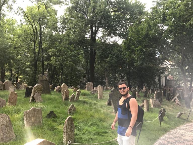 Cementerio Judío en Barrio Josefov en Praga