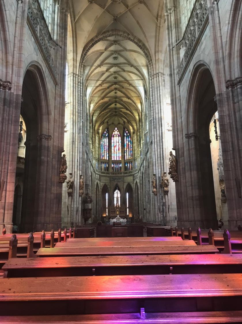 Impresionante la catedral de Praga en su interior.