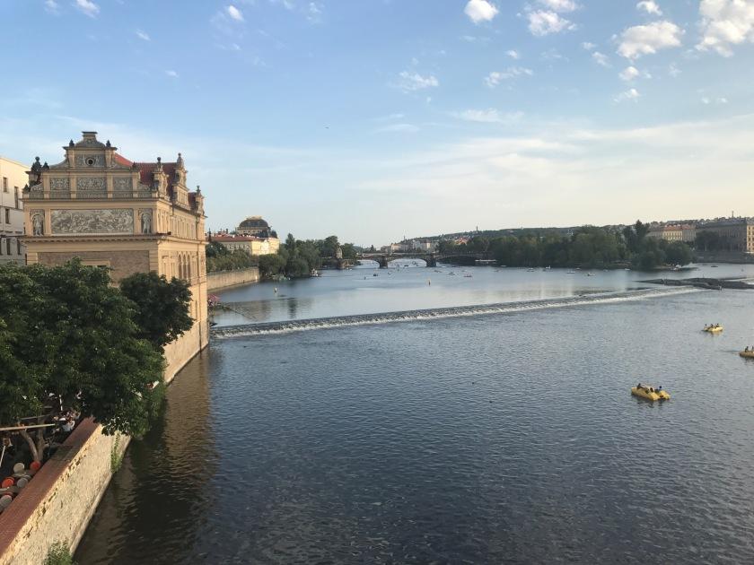 Increíbles vistas desde el puente de Carlos IV en Praga